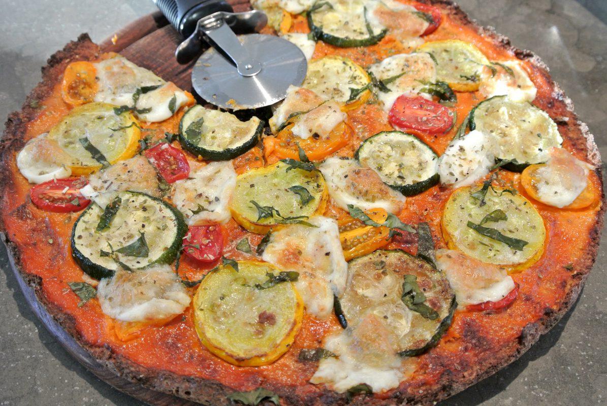 healthy pizza, power flower pizza, anna jones, pizza, bloemkoolpizza, bloemkooldeeg, hemsley en hemsley, hemsley, gezonde pizza, vegetarische pizza