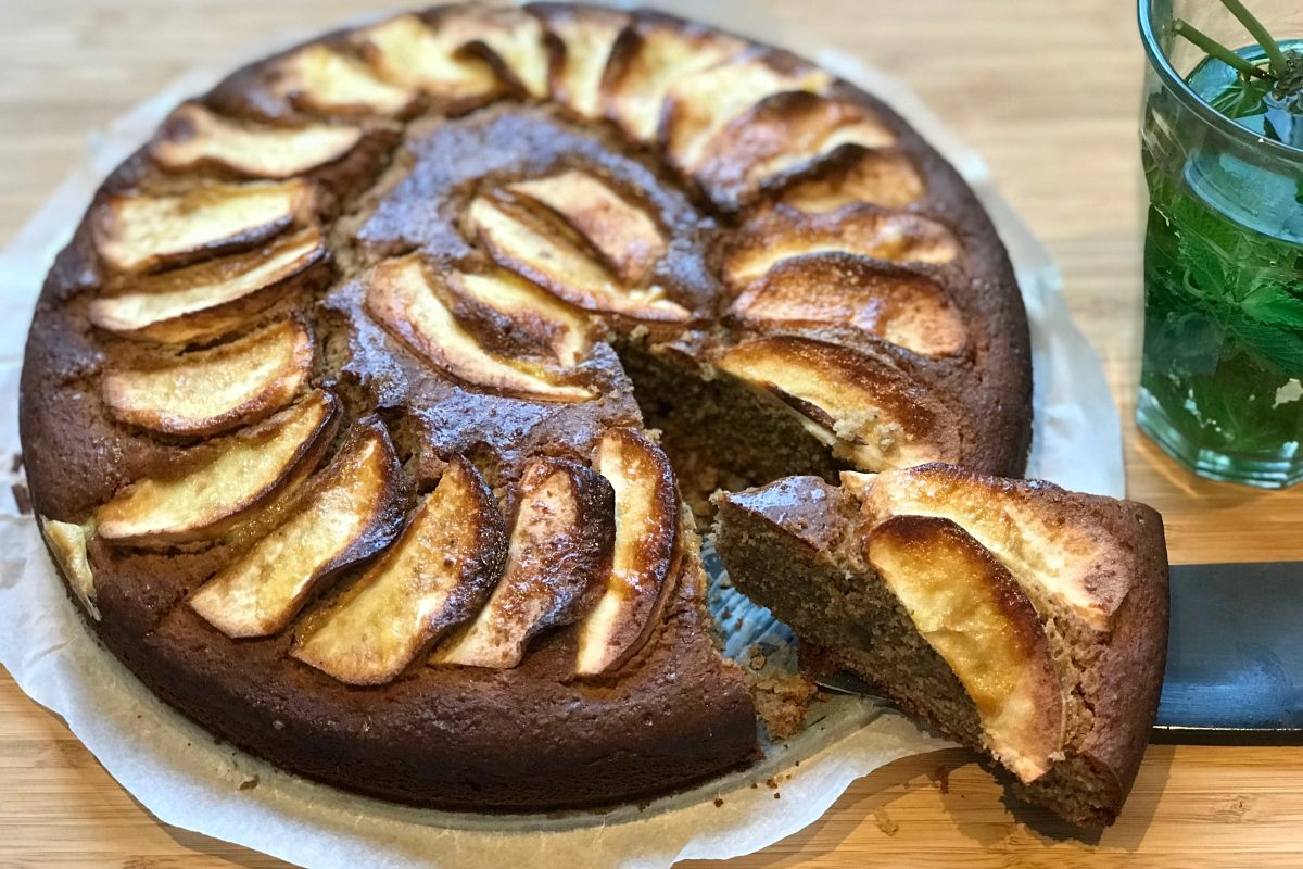 appel- en perencake, Foodsoul, cake, thermomix, amandel, boekweit, glutenvrij, amandelen, appel, peer, laurier, banaan, fruitcake, glutenvrije cake, Thermomix recepten, recepten Thermomix, cake Thermomix, tussendoortje, gezonde recepten, minder suiker, cake zonder suiker, cake minder suiker