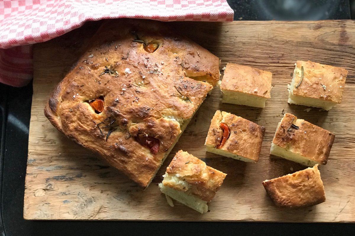 Focaccia, Thermomix, Foodsoul, recepten voor Thermomix, Thermomixrecepten, brood, zongedroogde tomaten, zelfgemaakt brood, broodrecepten